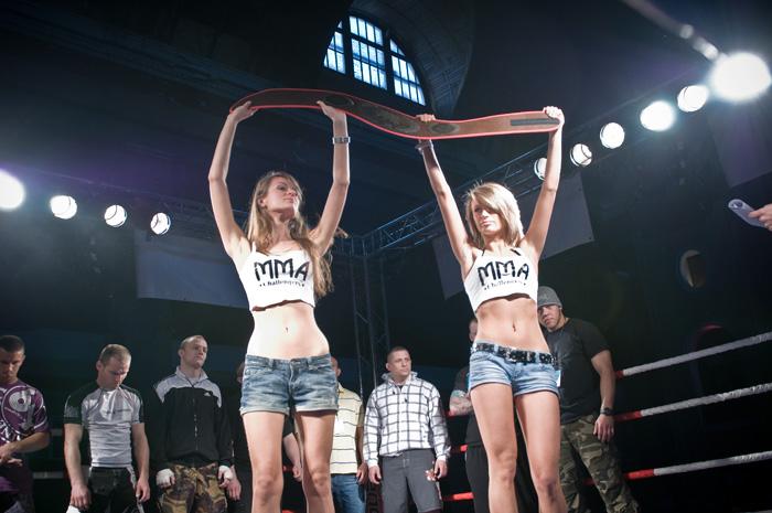 Pokaźna galeria zdjęć niesamowitych Ring Girls ponad 200 zdjęć
