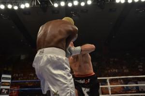 Dariusz Sęk vs Achille Omang Boya