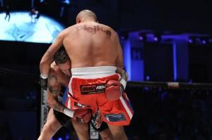 Przemek Salet obala Marcina Najmana na gali MMA Attack