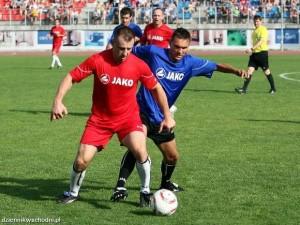 Tomasz Adamek przy piłce (Fot. JACEK ŚWIERCZYŃSKI)