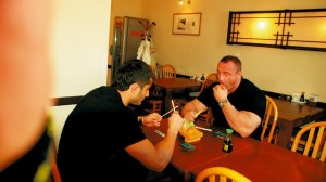 Mamed Khalidov i Mariusz Pudzianowski na sushi