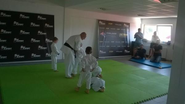 Egzaminy dla dzieci w Furo Karate prowadzone przez Jana Schneidera (2)