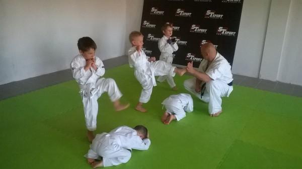 Egzaminy dla dzieci w Furo Karate prowadzone przez Jana Schneidera (3)