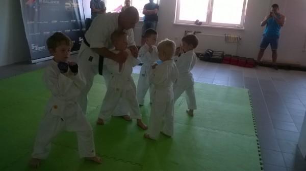 Egzaminy dla dzieci w Furo Karate prowadzone przez Jana Schneidera (5)