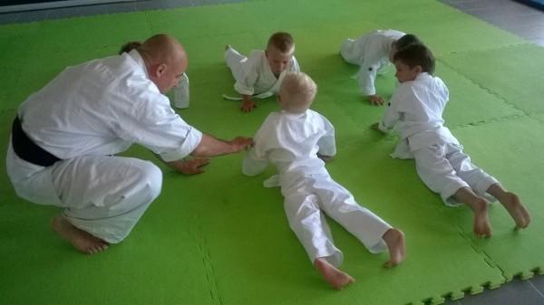 Egzaminy dla dzieci w Furo Karate prowadzone przez Jana Schneidera (6)