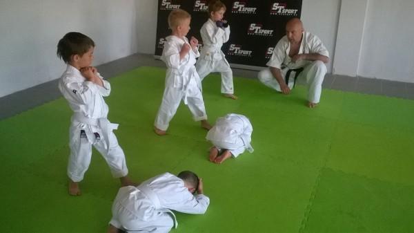 Egzaminy dla dzieci w Furo Karate prowadzone przez Jana Schneidera