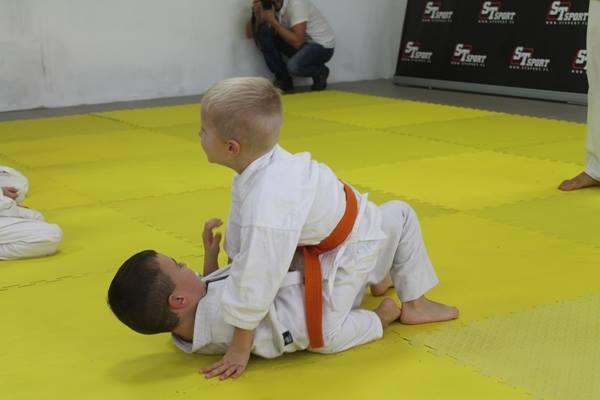 I Turniej Furo Karate w Andrespolu. Na zdjęciu Janek biały i Dorian Błaszków