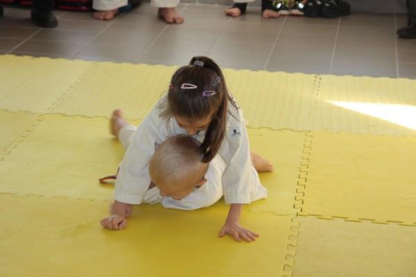 Zuzanna Wołoszek vs Janek Biały Furo Karate (2)