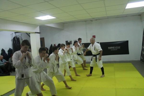 Egzaminy na pasy juiniorów do 16 lat Furo Karate w VTP Gym w Andrespolu