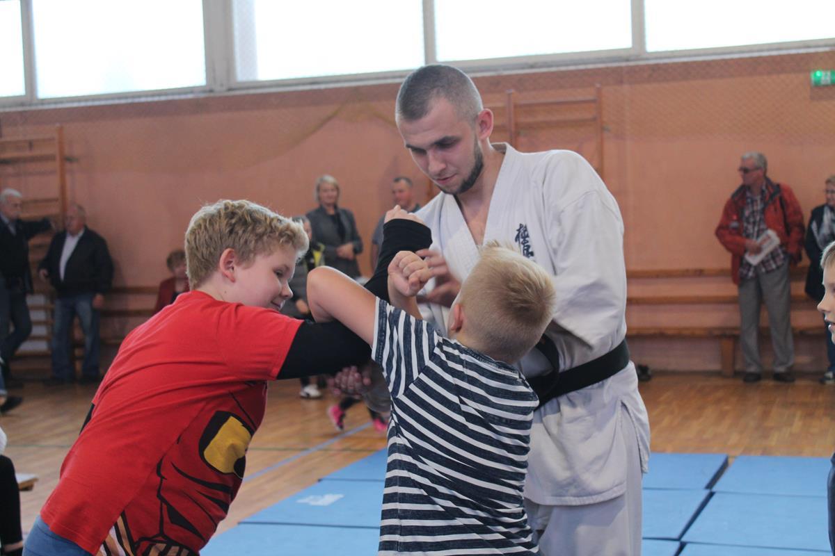 40-od-juniora-do-seniora-wisniowa-trening-samoobrony-mateusz-bazelak-copy