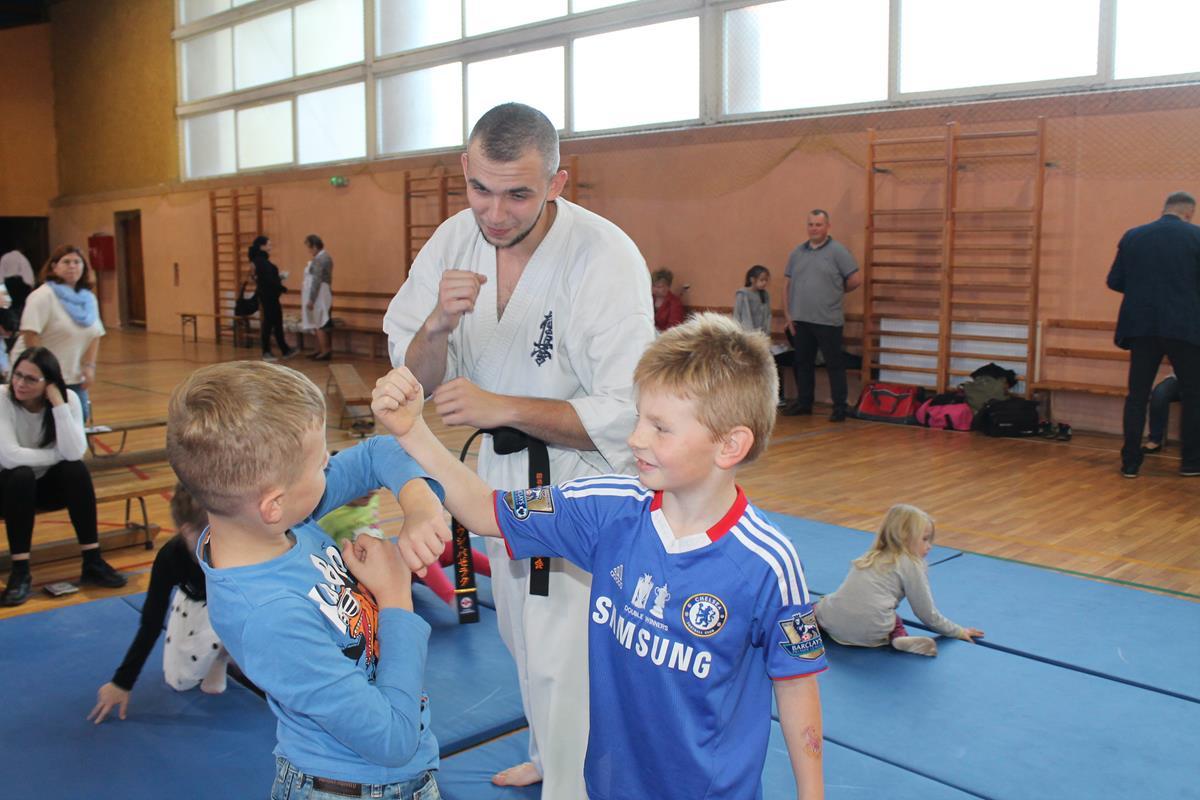 46-od-juniora-do-seniora-wisniowa-trening-samoobrony-mateusz-bazelak-copy